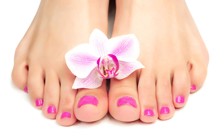 Cosmetic pedicure with varnish